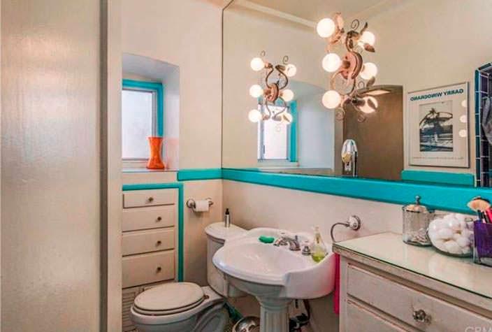 Ванная комната в доме героини Эммы Стоун
