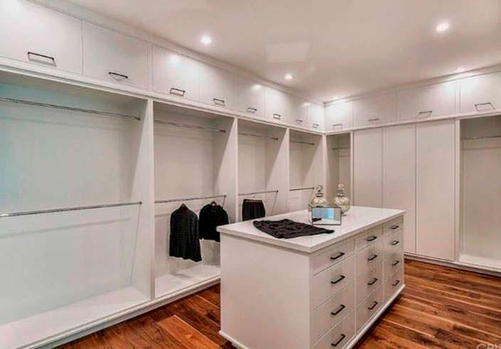 Главная спальня с собственным гардеробом