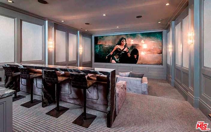 Домашний кинотеатр с баром
