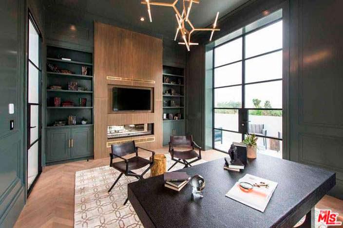 Домашний кабинет с камином в современном стиле