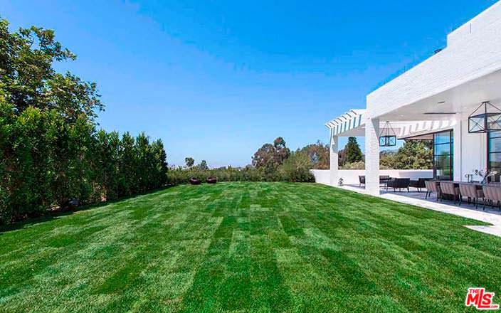 Современный дом баскетболиста Леброна Джеймса в Лос-Анджелесе