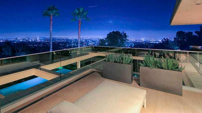 Дом в Бель-Эйр с видом на Лос-Анджелес