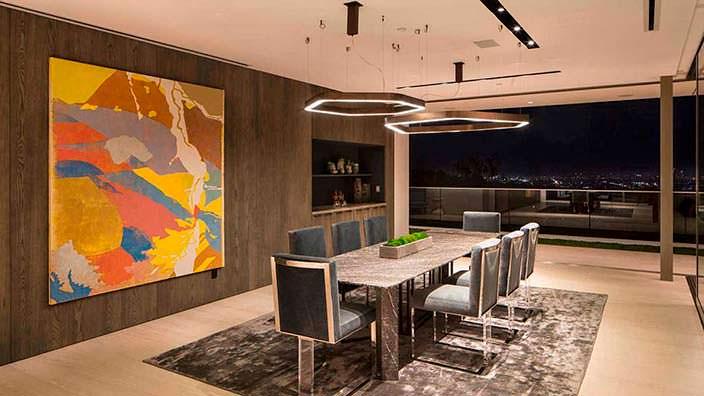 Дизайн гостиной современного дома в Бэль-Эйр