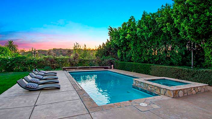 Дом с бассейном и спа в Лос-Анджелесе