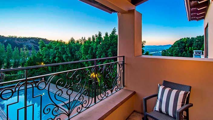 Вид на Лос-Анджелес с балкона дома Слэша
