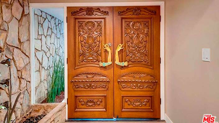 Дизайн входных двустворчатых дверей
