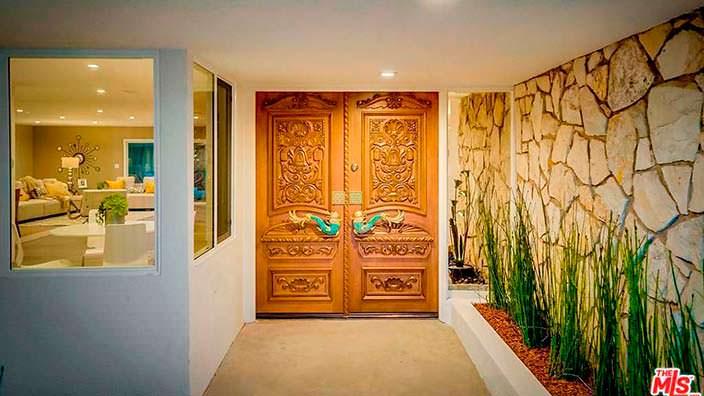 Двустворчатые входные двери по спецзаказу для Тины Тёрнер
