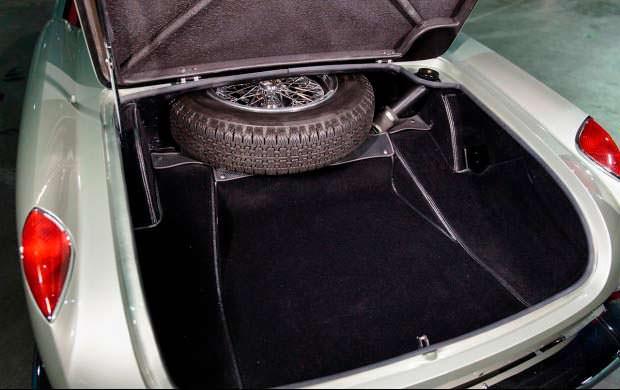 Багажник с запаской Ferrari 250 GT Series I Cabriolet