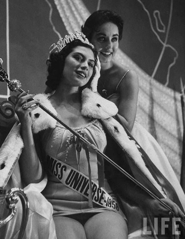 Победительницы «Мисс Вселенная» 1956 и 1957 гг. Гладис Сендер и Кэрол Моррис