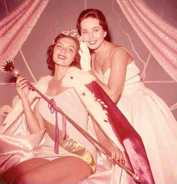 Гладис Сендер и Кэрол Моррис. Мисс Вселенная 1957 года