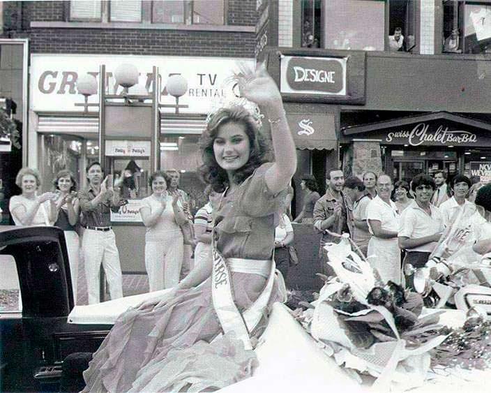 Карен Диана Болдуин на параде «Мисс Вселенная 1982»