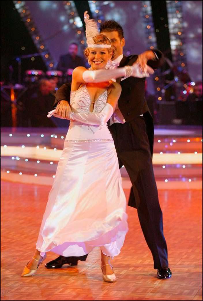 Лорейн Даунс «Мисс Вселенная 1983» в «Танцах со звездами»