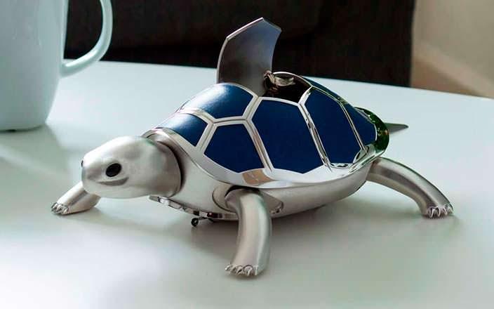Механическая черепаха с певчей птицей в панцире