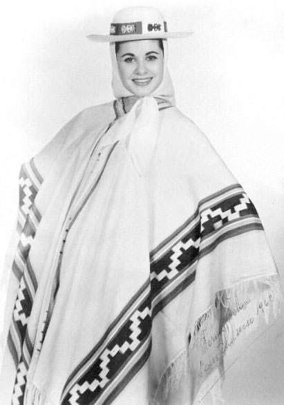 Норма Нолан в национальном костюме Аргентины