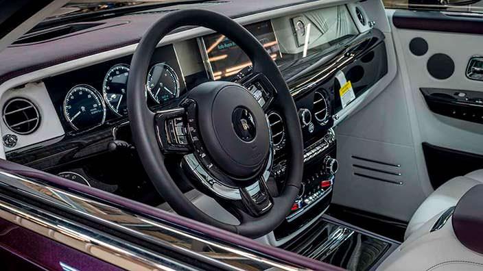 Фото салона первого Rolls-Royce Phantom VIII