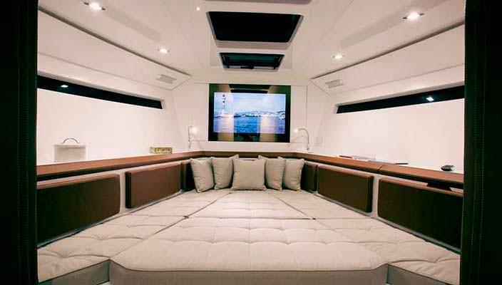 Каюта катера Evo 43 HT от WA Yachts
