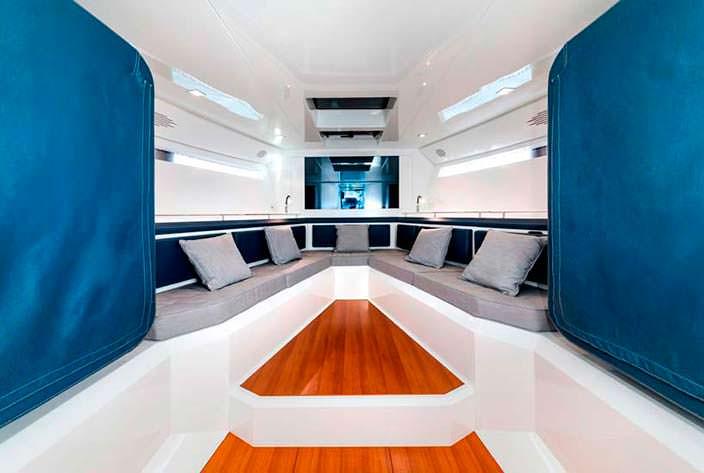Салон внутри катера Evo 43 HT от WA Yachts