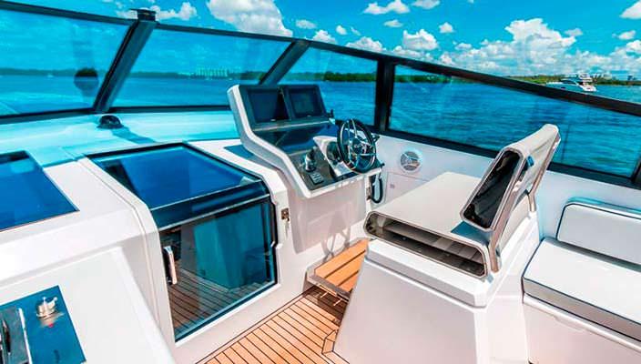 Кокпит катера Evo 43 HT от WA Yachts
