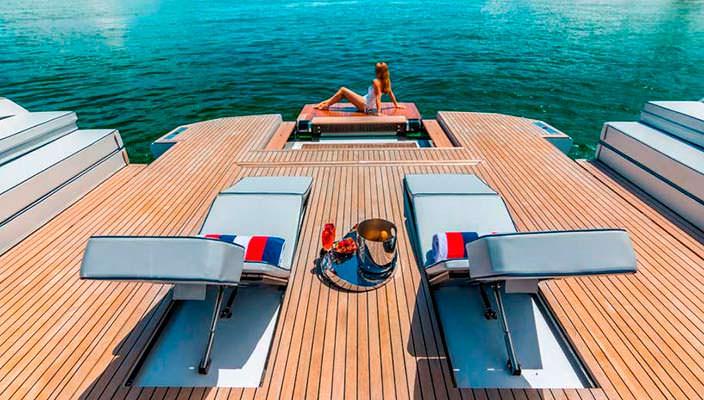 Пляжный клуб на борту катера Evo 43 HT от WA Yachts