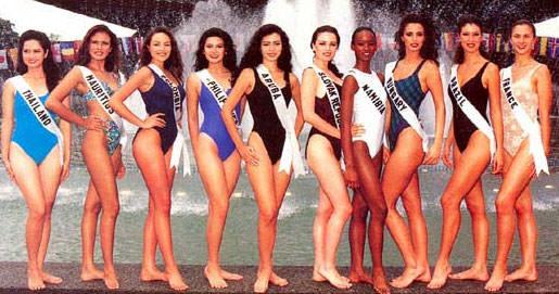 Участницы конкурса «Мисс Вселенная 1994» в купальниках