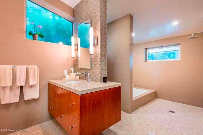 Ванная комната виллы Кристен Уиг