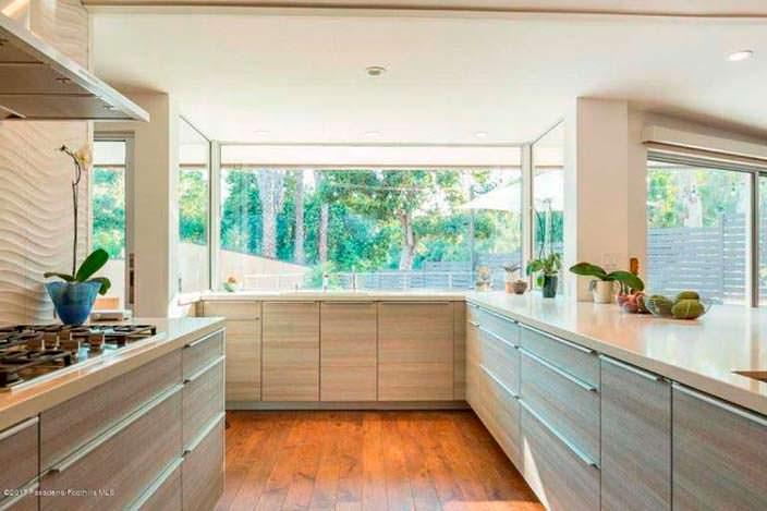 Оформление кухни в доме знаменитости