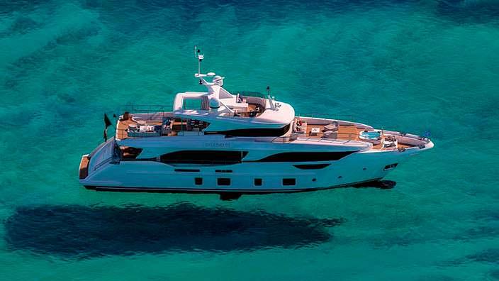 Яхта Benetti Delfino 95 длиной 28,96-метра