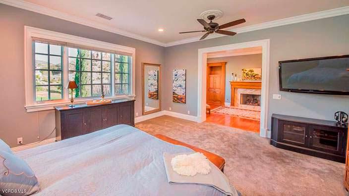 Комната с потолочным вентилятором