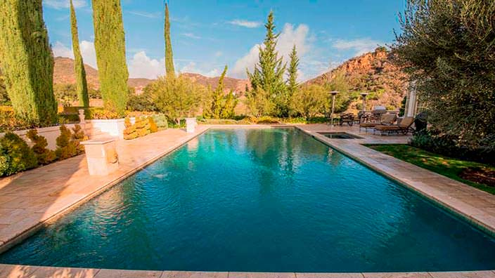 Дом с бассейном в Голливуде