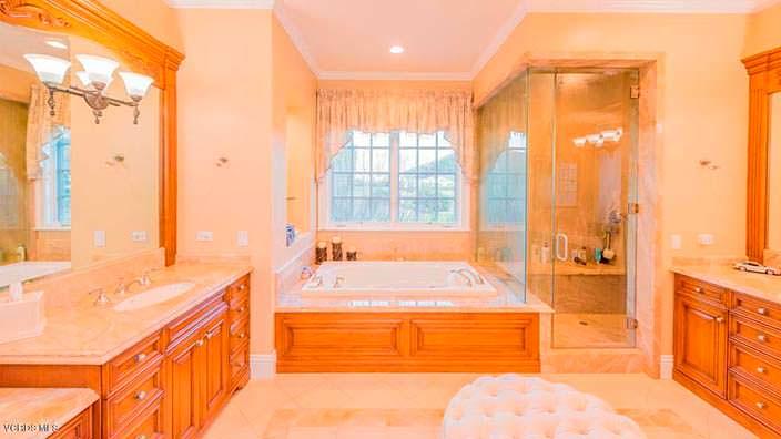 Элитная ванная комната в доме хоккеиста Уэйна Гретцки
