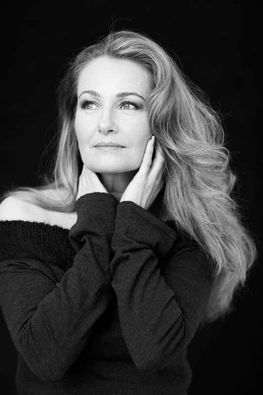Мисс Вселенная 1984 запустила собственную линию косметики Y. Ryding