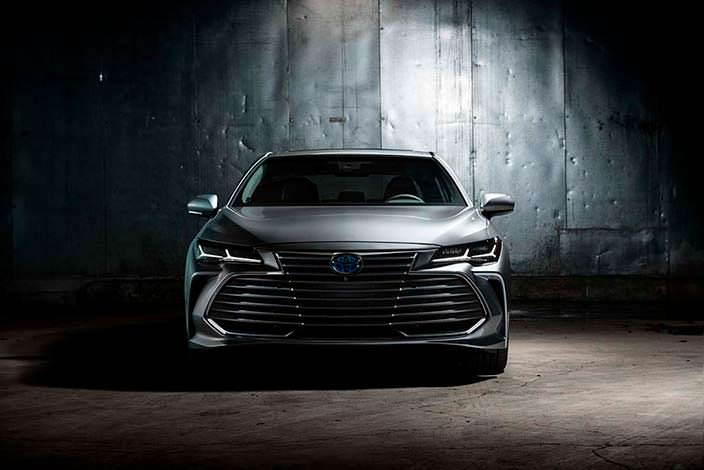 Флагманский седан Toyota Avalon 2019