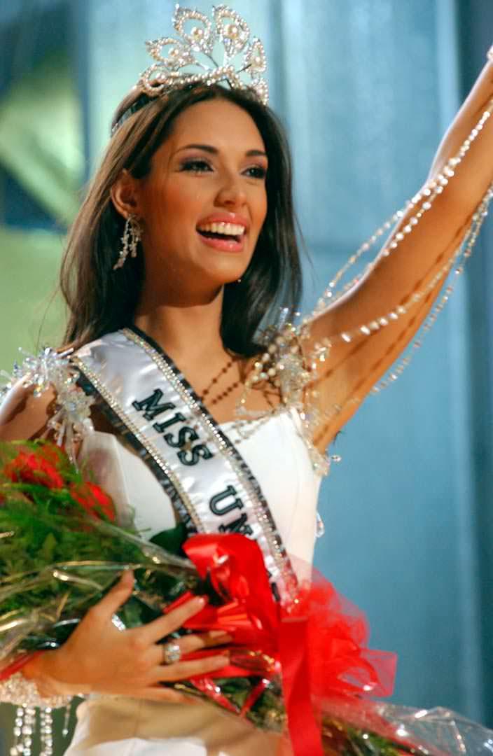 Амелия Вега - победительница «Мисс Вселенная 2003»