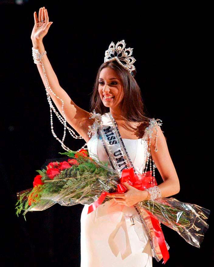 Амелия Вега - Мисс Вселенная 2003