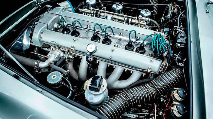 Модернизированный двигатель Aston Martin DB5 1964 года