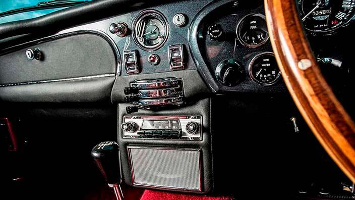 Фото салона Aston Martin DB5 1964 года выпуска