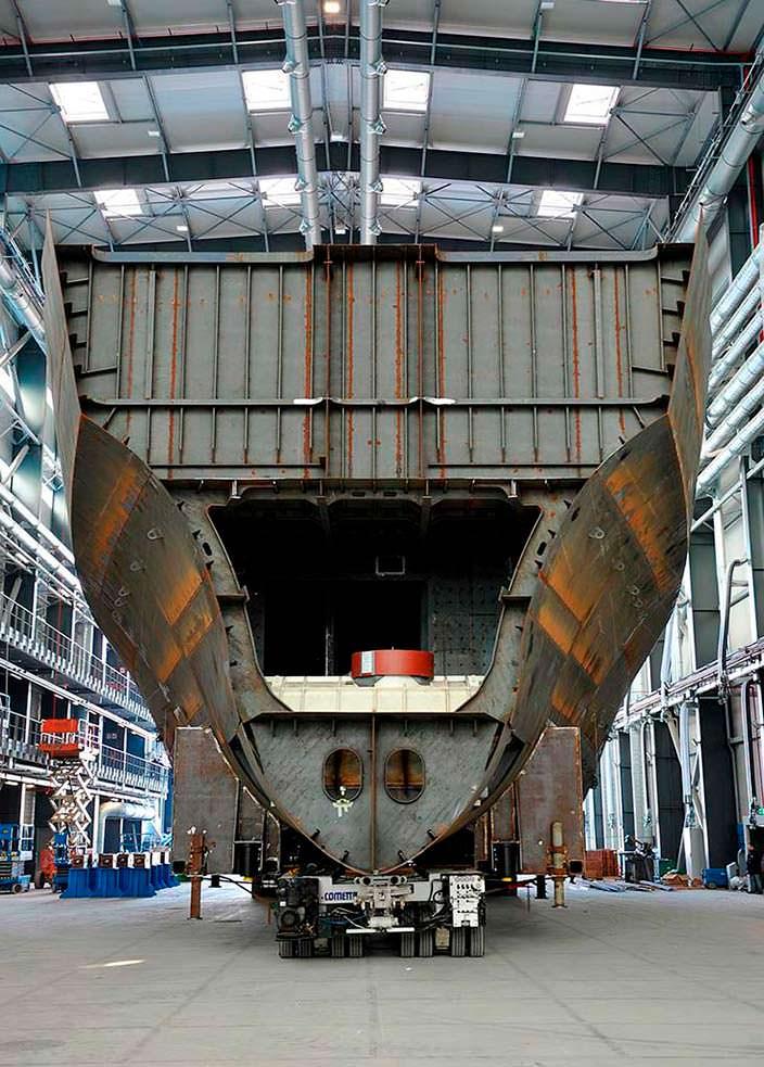 Яхта Benetti FB272. Длина 104,9-метра
