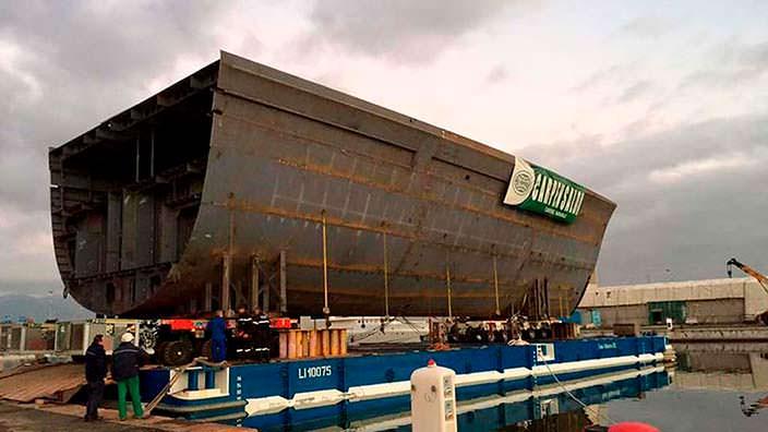 Яхта Benetti FB277. Длина 107 метров