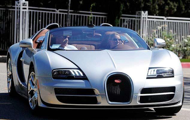 Хизер Миллиган за рулём Bugatti Veyron Арнольда Шварценеггера