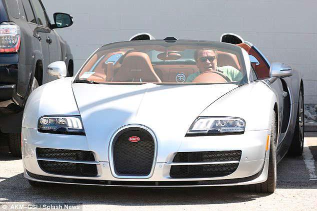 Арнольд Шварценеггер рулём Bugatti Veyron
