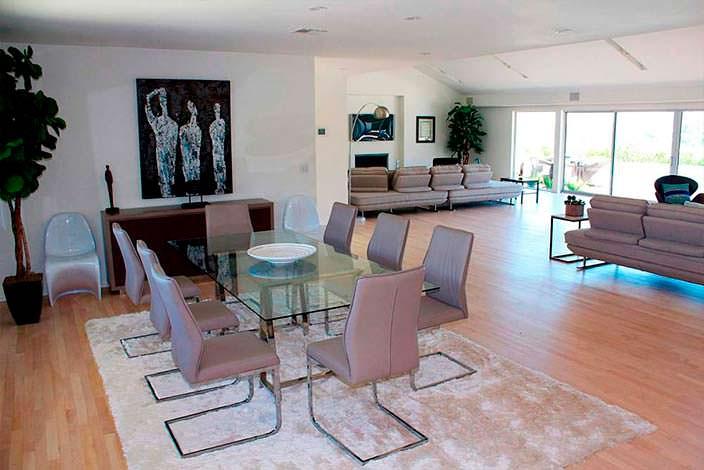 Стеклянный стол в дизайне дома