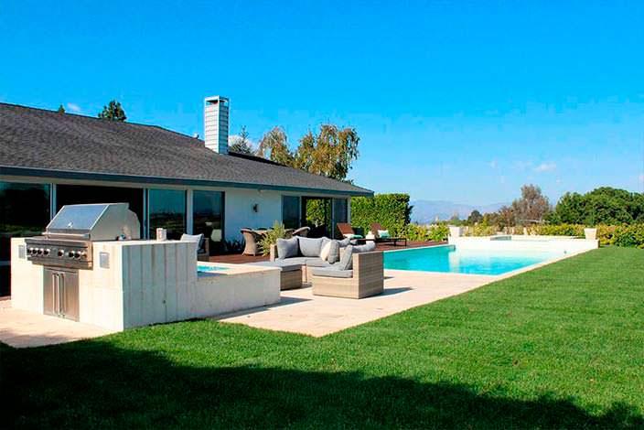 Дом с бассейном в стиле ранчо в Энсино, Калифорния