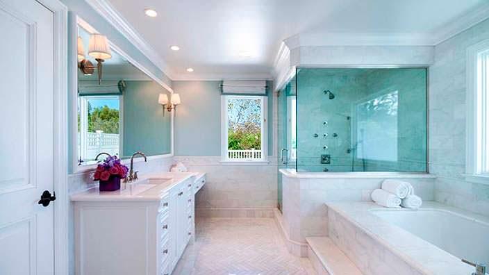 Элитная ванная в светлых тонах