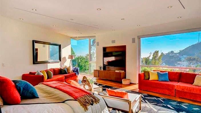 Дом с четырьмя спальнями с видом на Лос-Анджелес