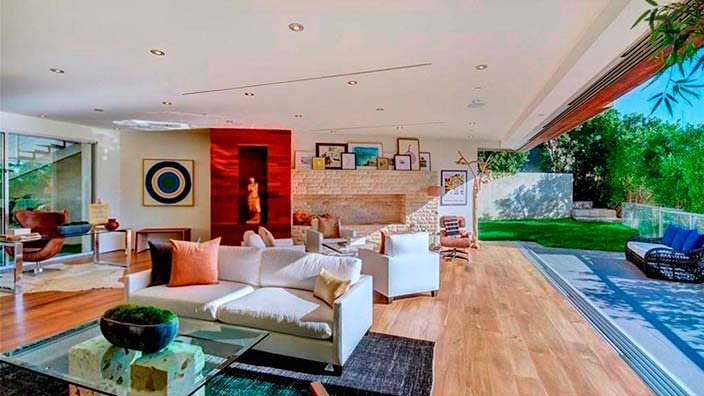Дом с четырьмя спальнями в Голливуде