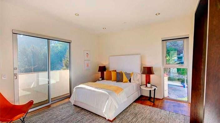Гостевая спальня в доме модели Кристал Хефнер