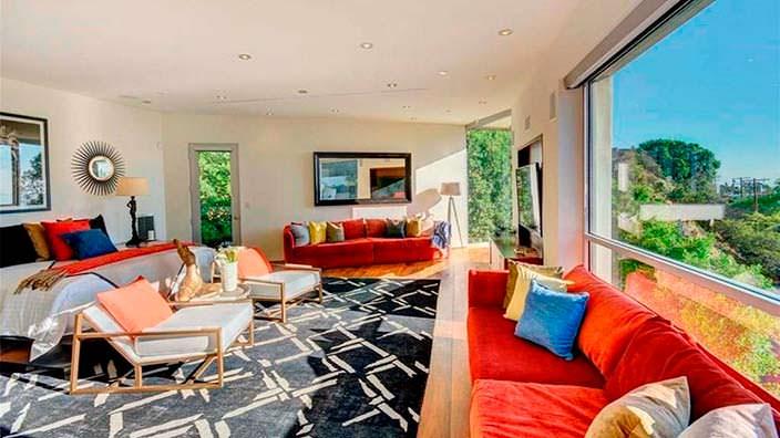Спальня дома с видом на Лос-Анджелес