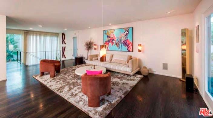 Дизайн гостиной в доме актрисы Роуз Макгоуэн