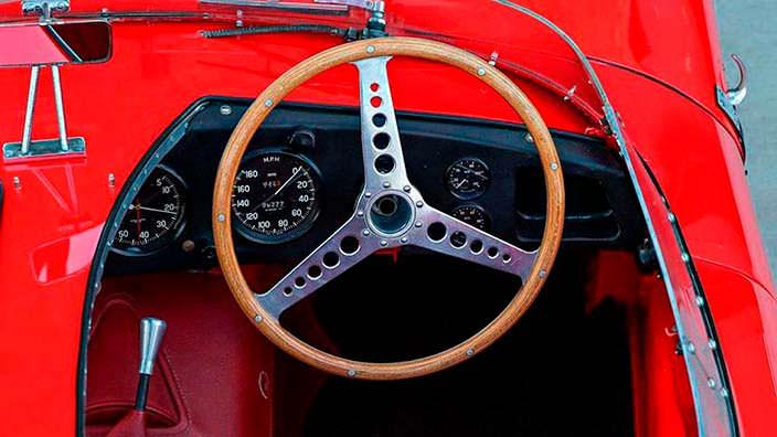 Фото салона Jaguar D-Type 1956 года выпуска