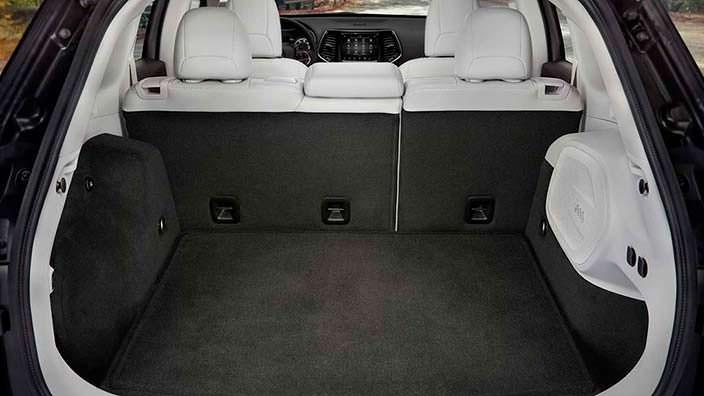 Вместительный багажник Jeep Cherokee 2019